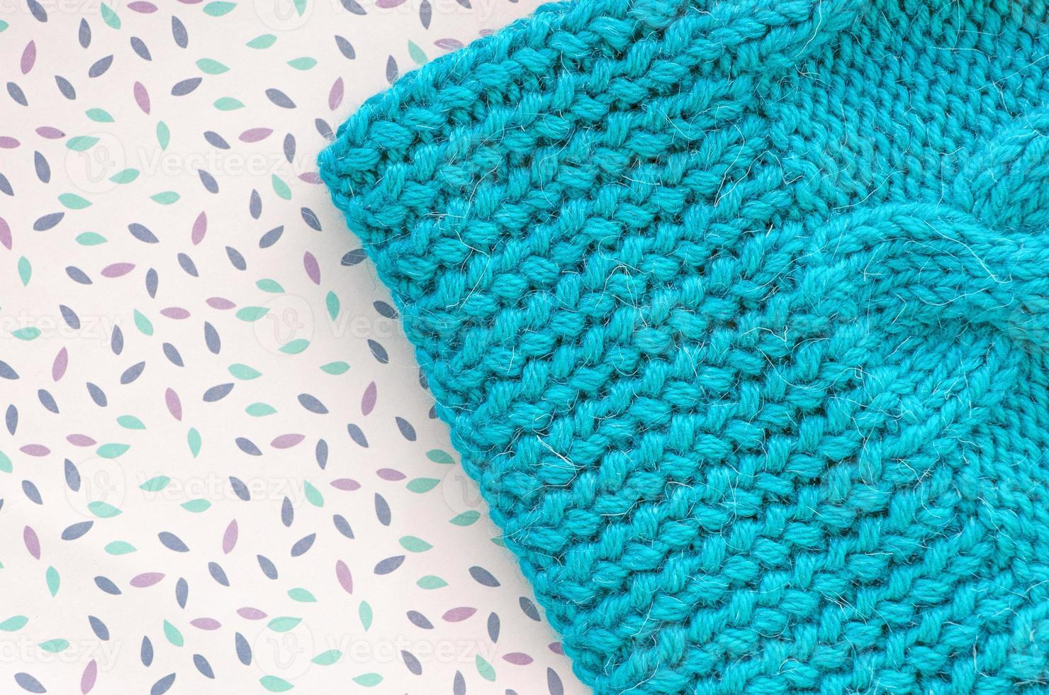 berretto fatto a mano. sfondo a maglia. trama a maglia. foto