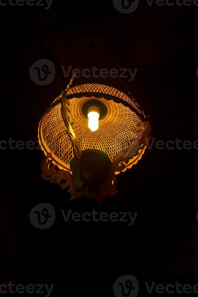 lampada con paralume in rattan foto