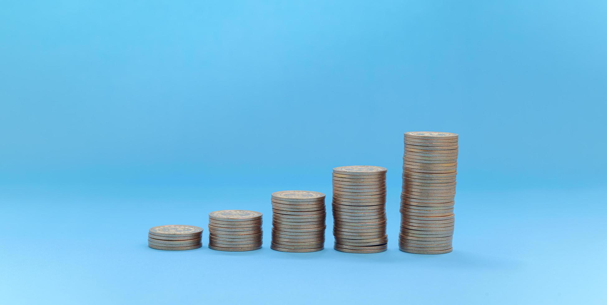 crescita delle scorte di investimento di monete impilate foto