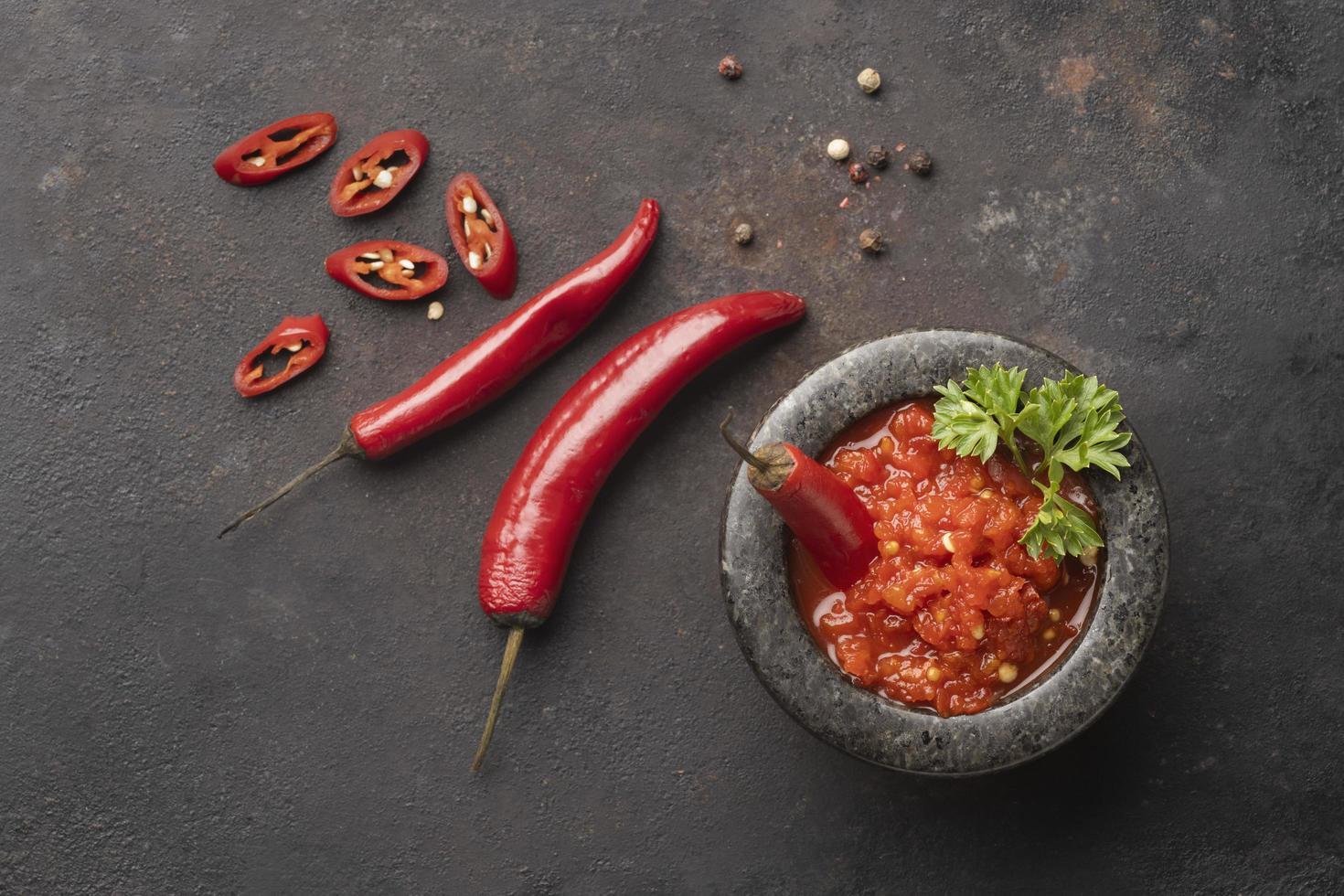 il pasto gustoso con arrangiamento di sambal foto