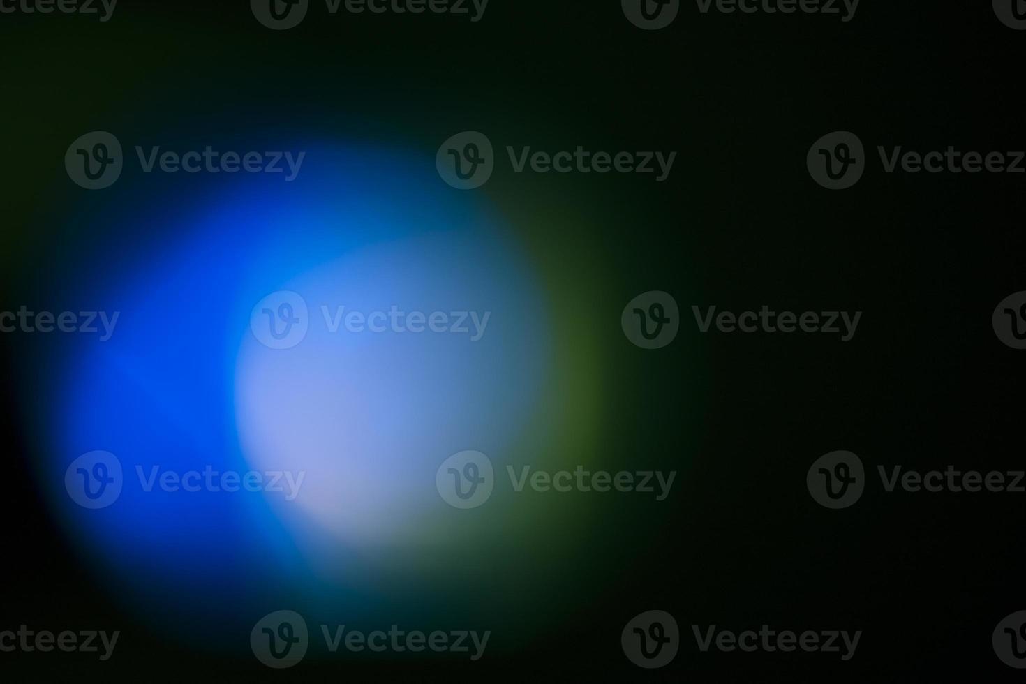 luce brillante su sfondo nero foto