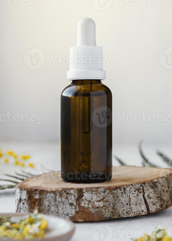 primo piano della bottiglia di siero foto