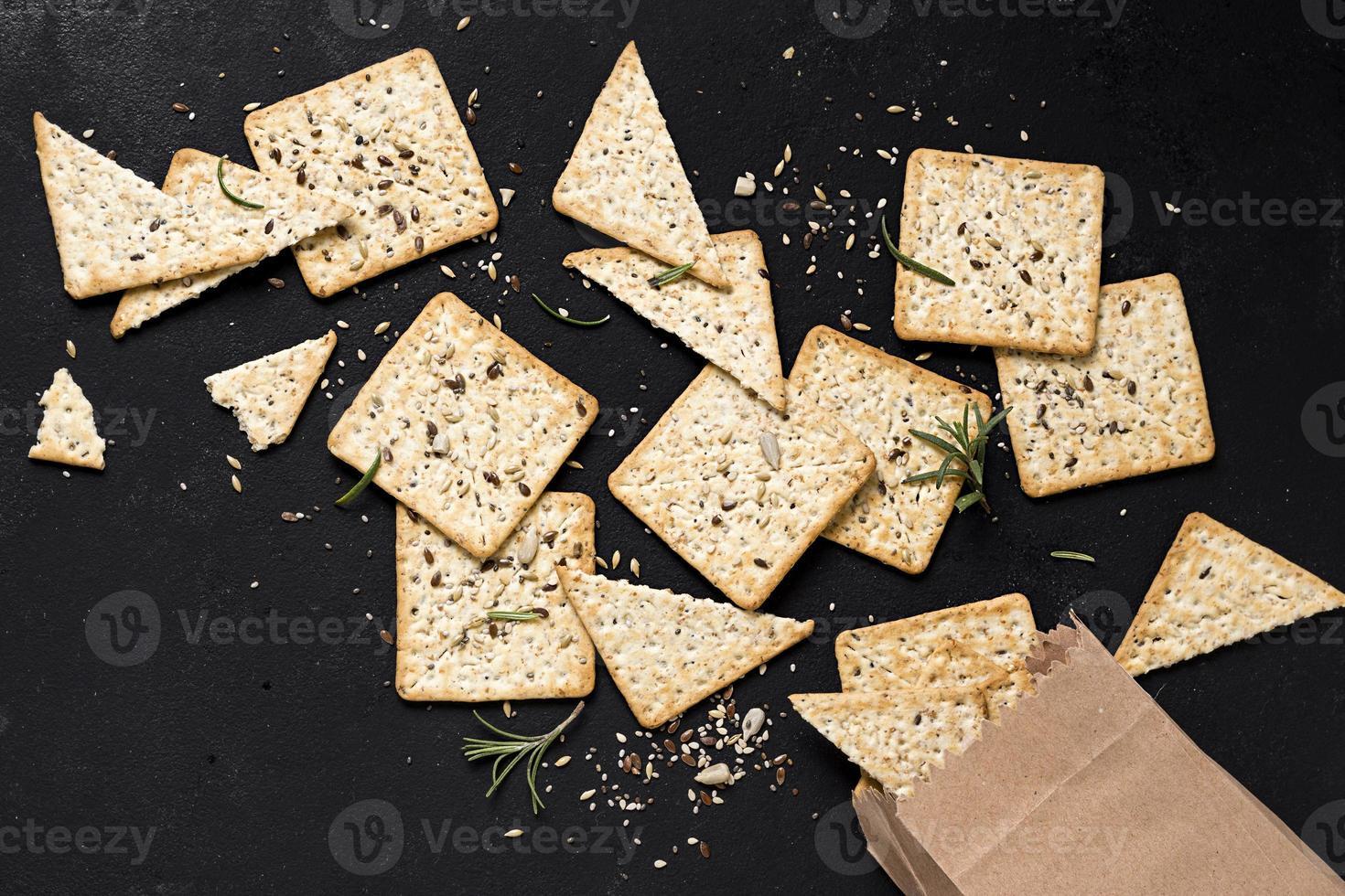 cracker con sacchetto di carta foto