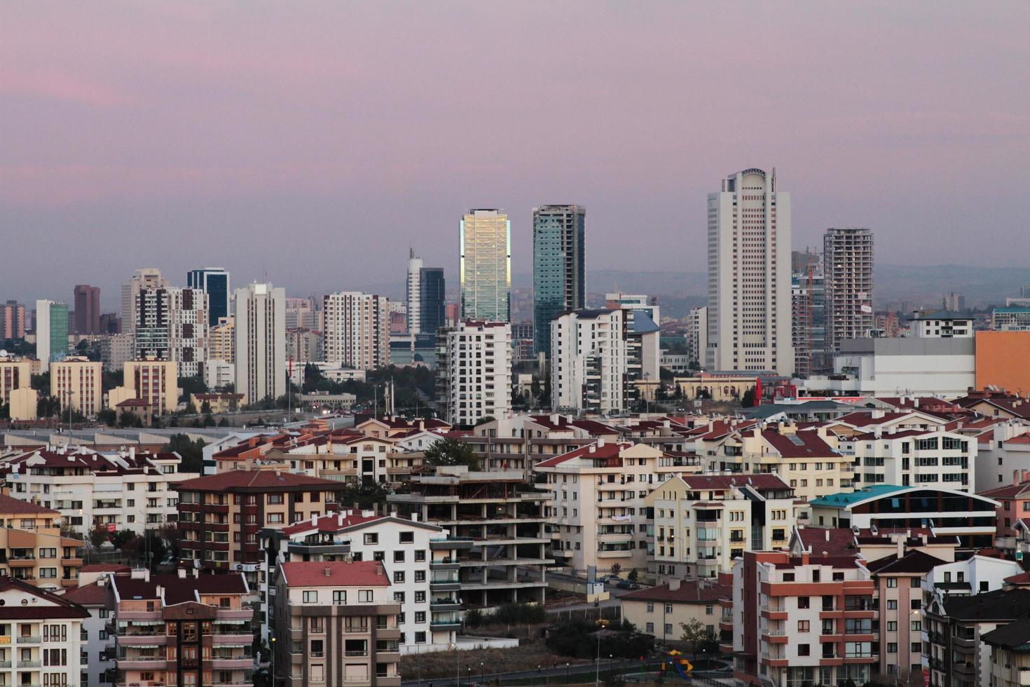 la veduta notturna di ankara, la capitale della turchia foto