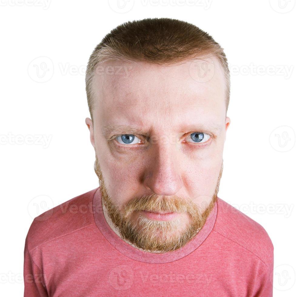 uomo barbuto che guarda dritto nella telecamera foto