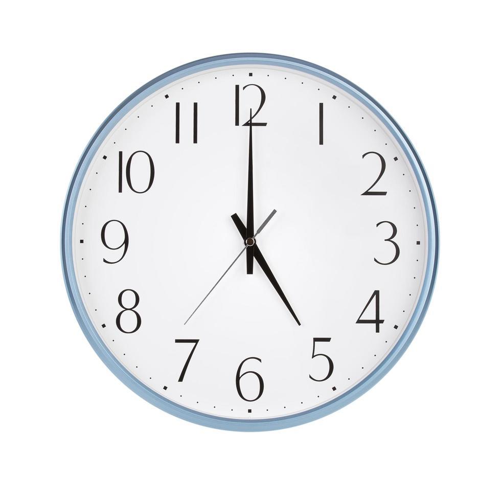 cinque ore sul quadrante di un orologio foto