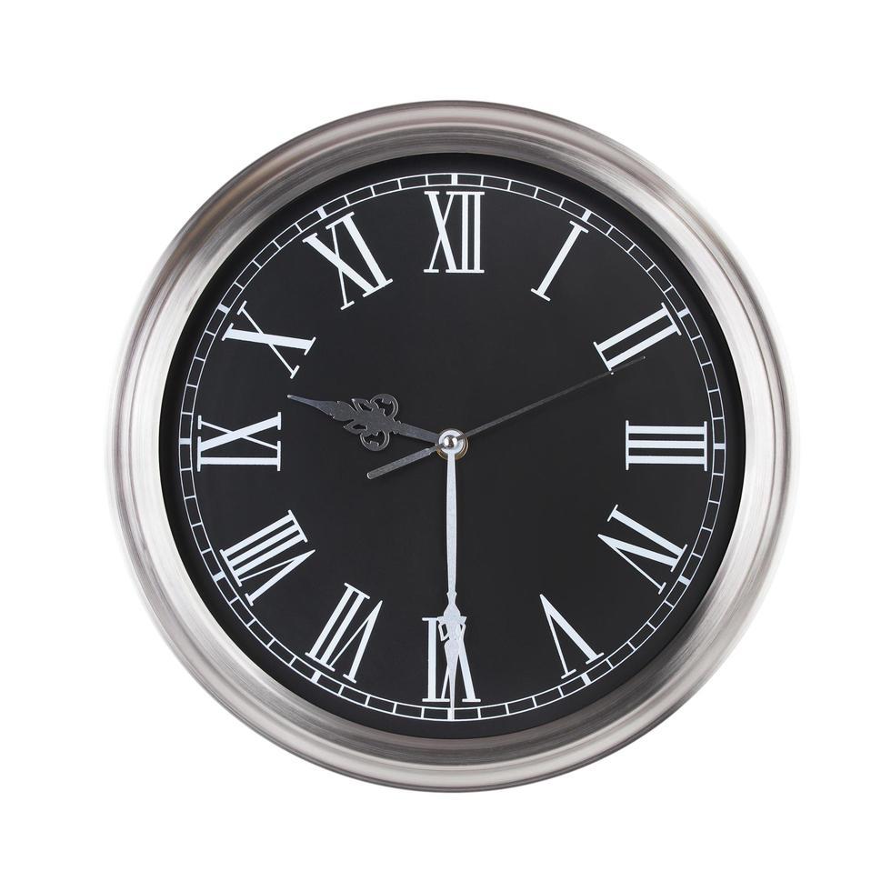 l'orologio rotondo mostra le nove e mezza foto