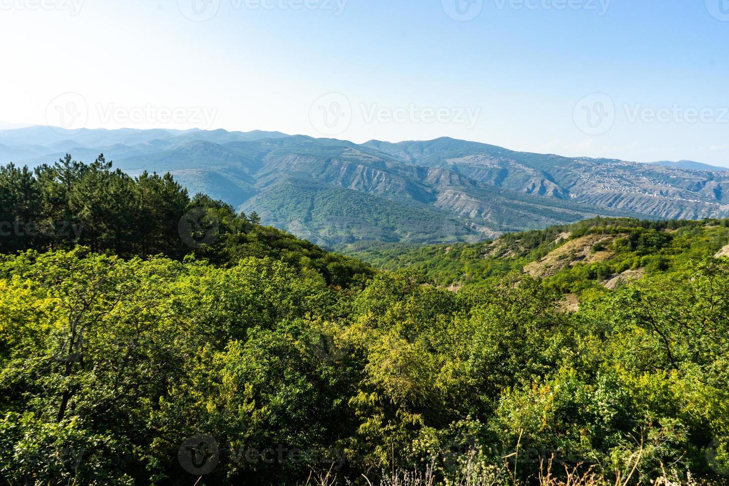 pendio della montagna del caucaso in georgia foto