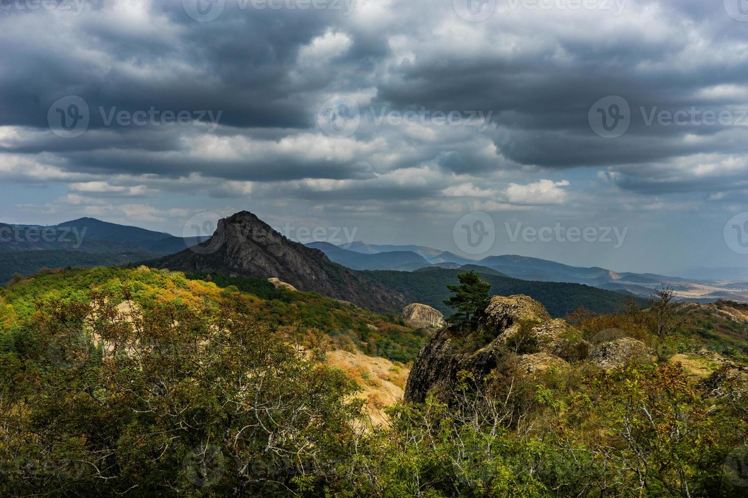 paesaggio montano rurale del caucaso foto