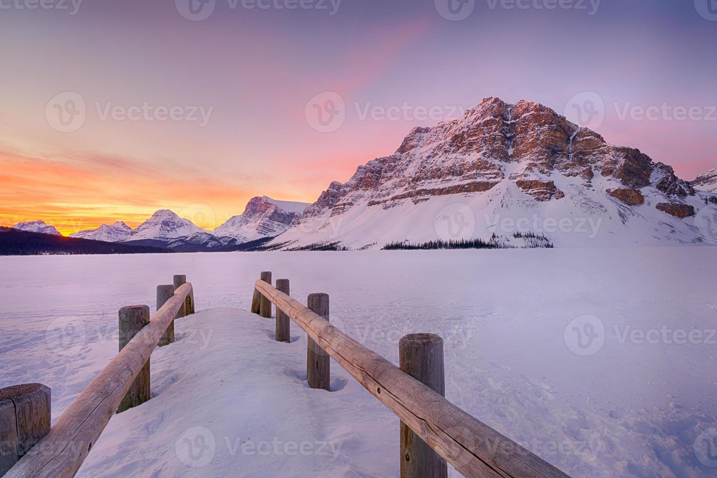 alba del lago di prua foto