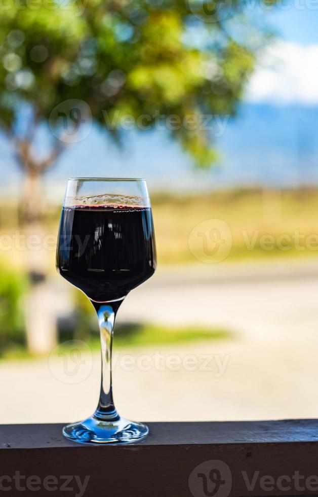 vino rosso secco georgiano foto