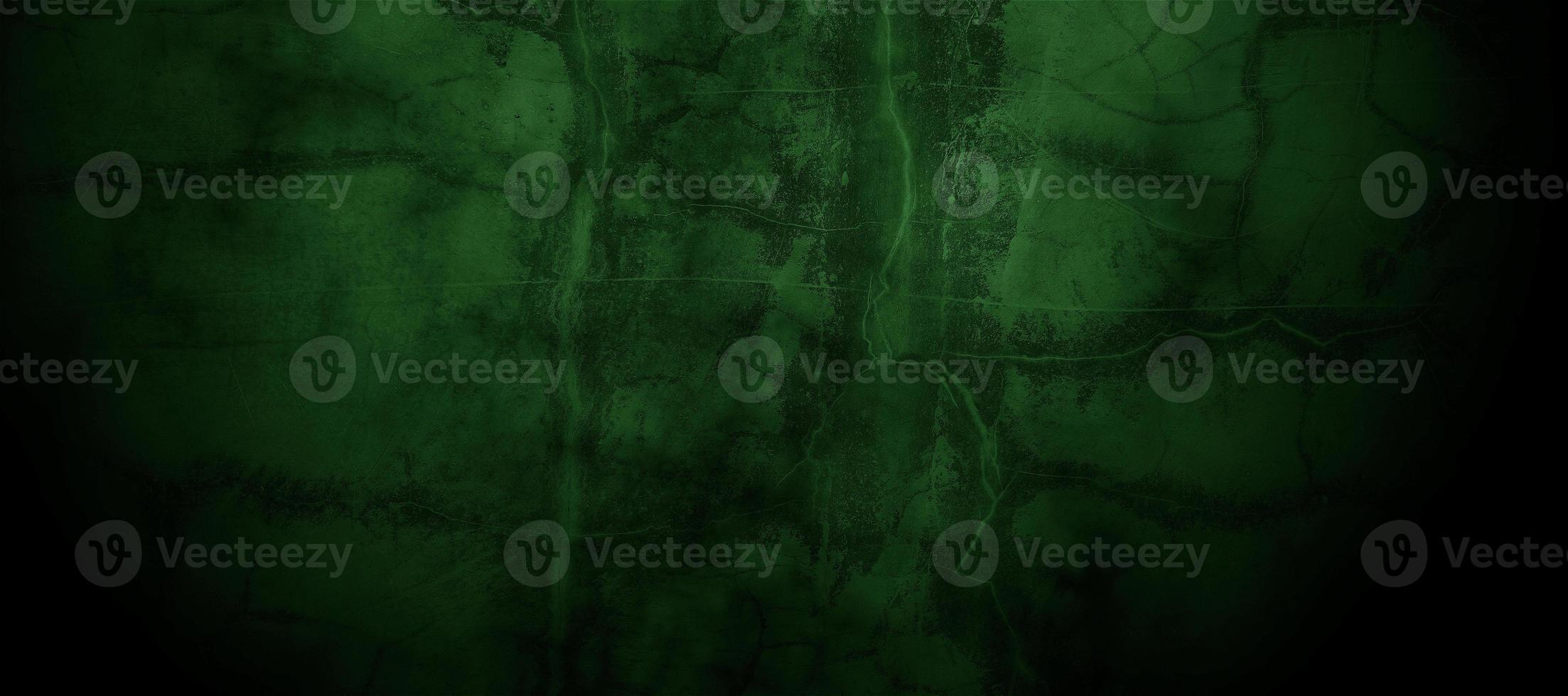 muro incrinato nebbioso verde scuro spaventoso per lo sfondo foto