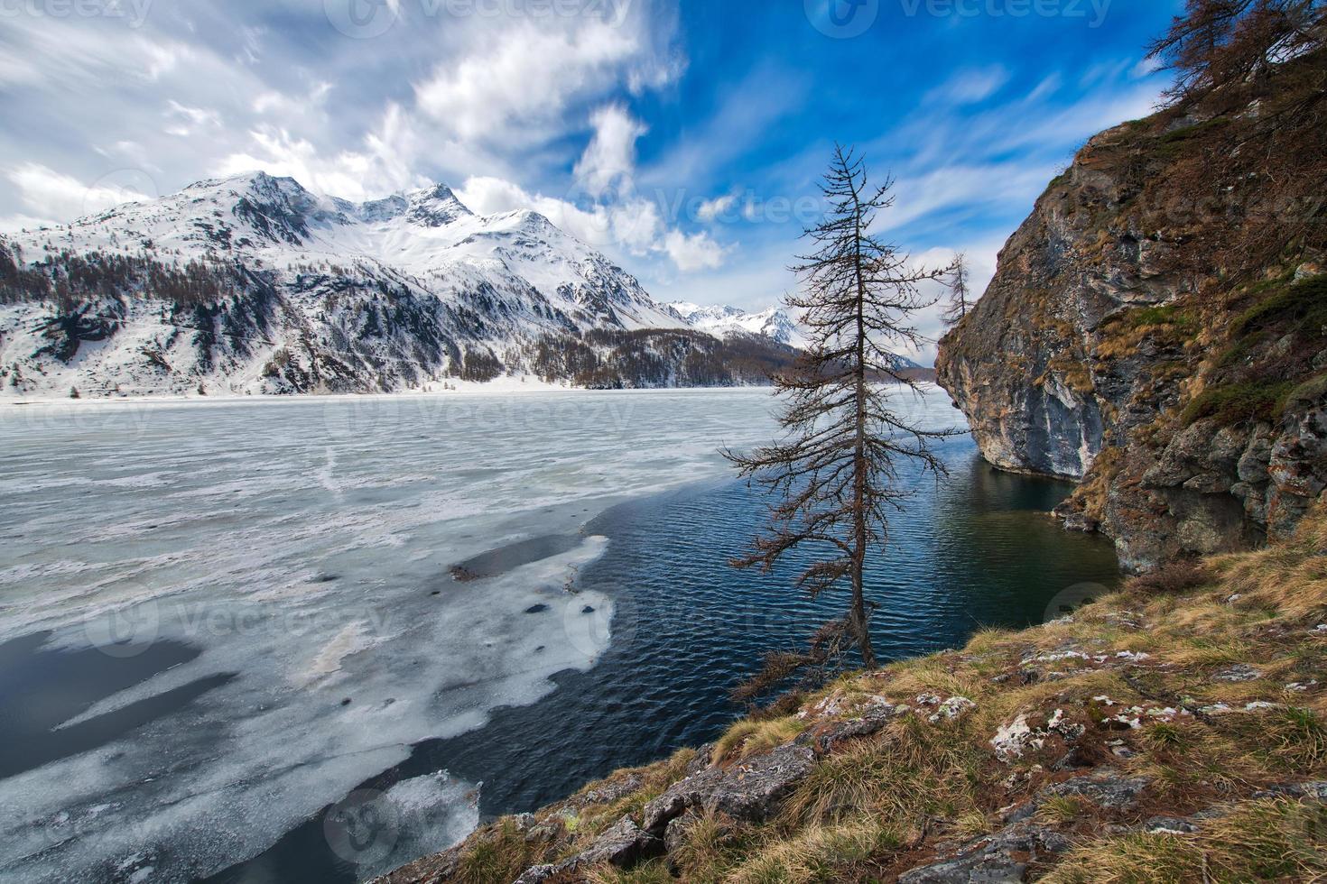 disgelo in engadina vicino al passo del maloja foto