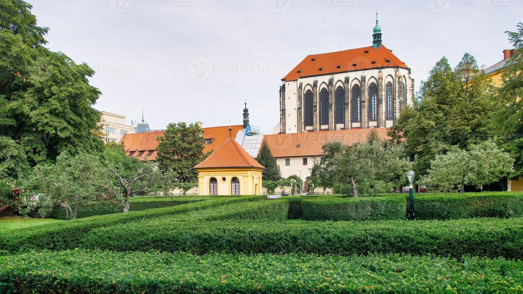 la chiesa della vergine maria della neve e il giardino dei francescani foto