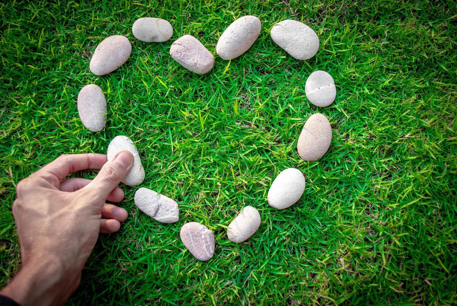primo piano cuore di pietra foto
