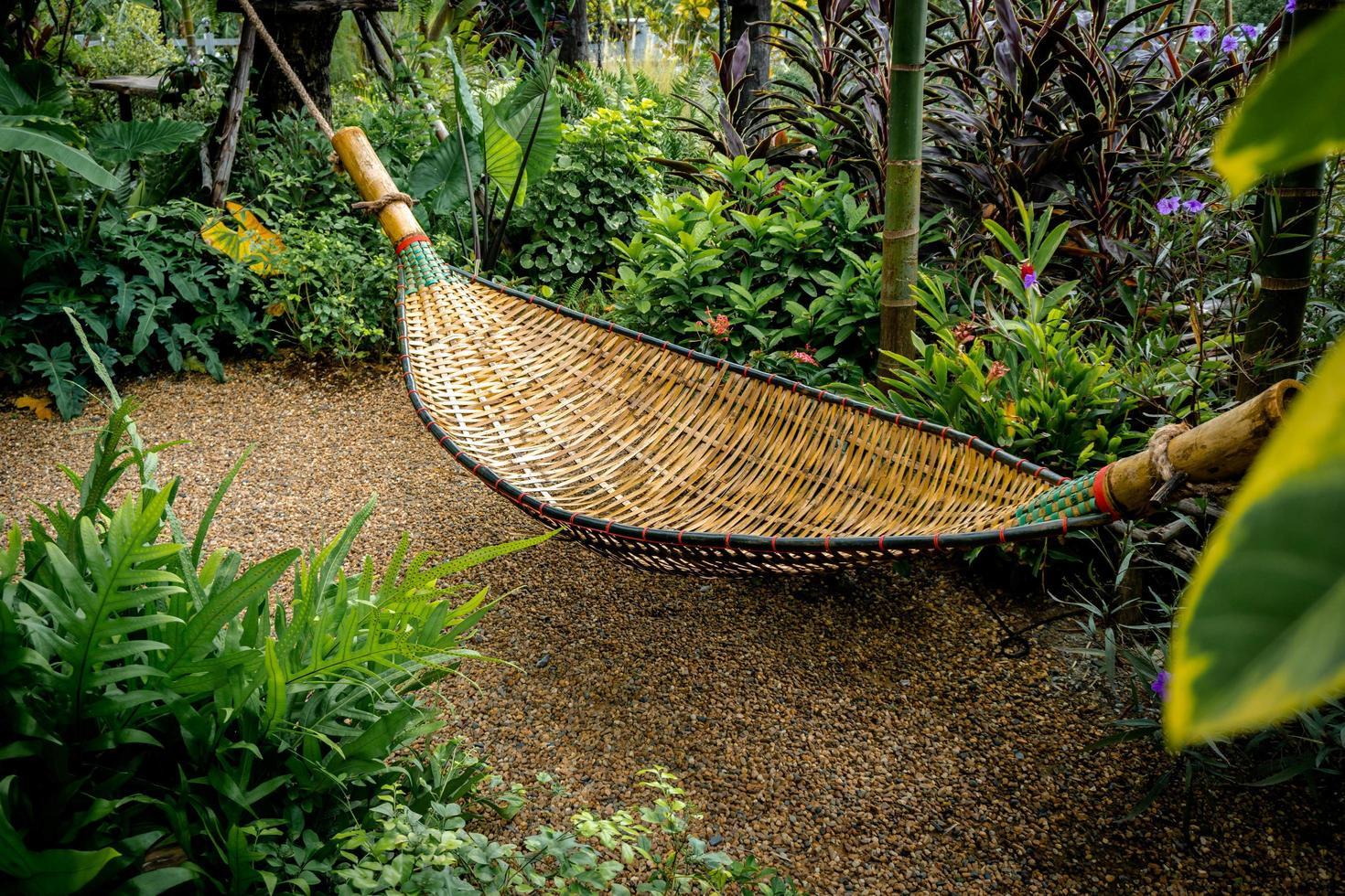 culla di bambù nel parco foto