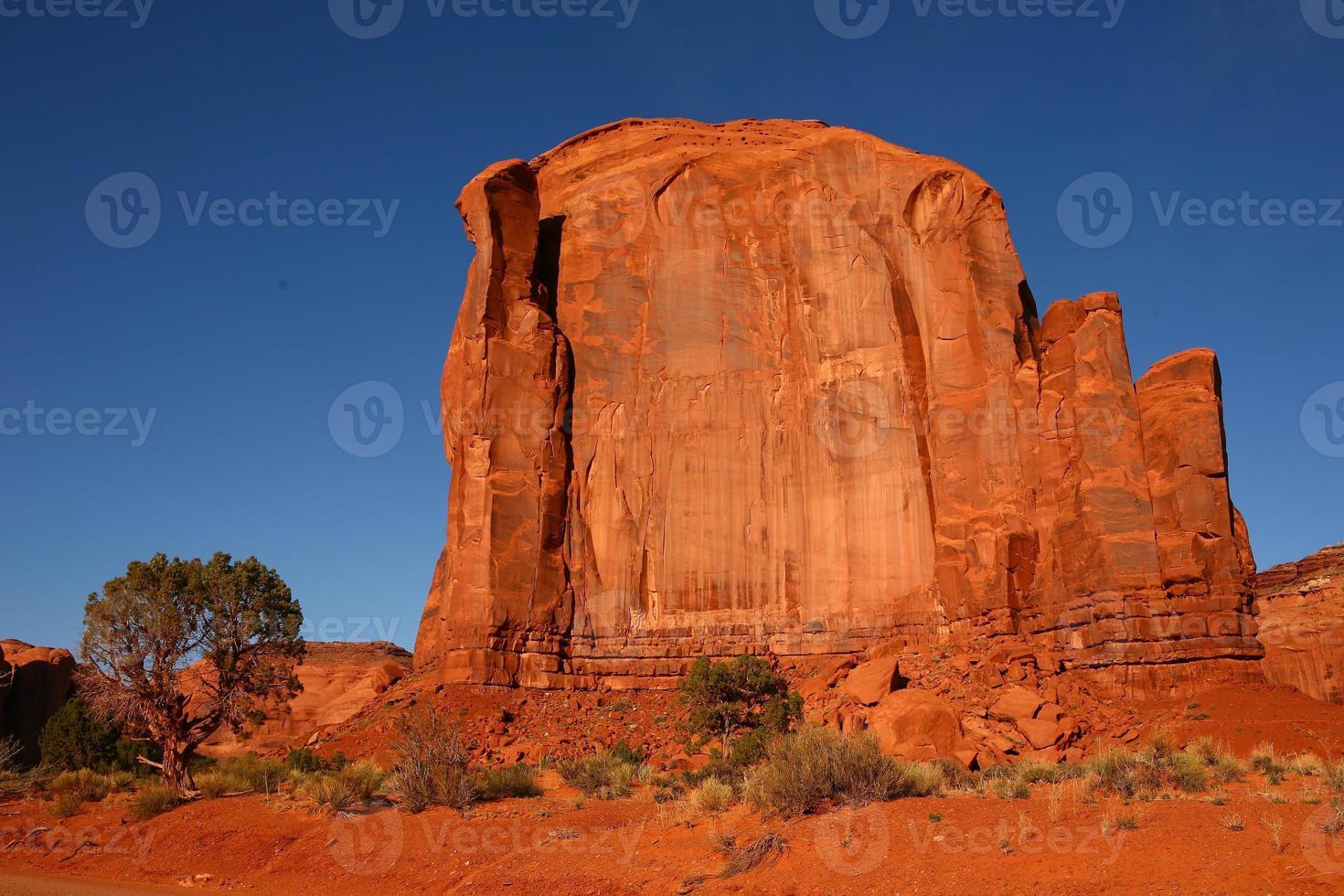 formazione rocciosa nella valle del monumento in arizona foto