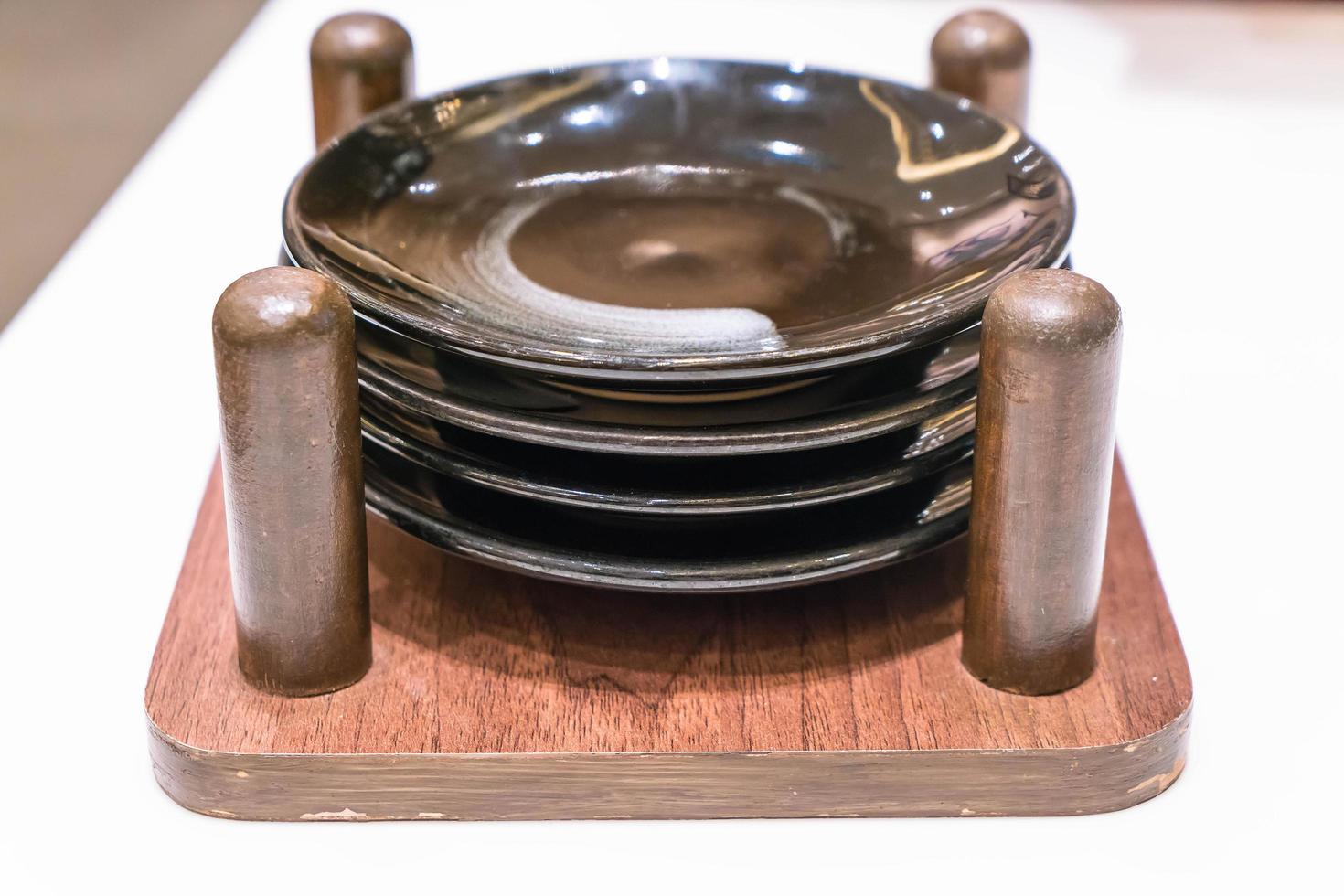 piatto nero vuoto nel caso foto