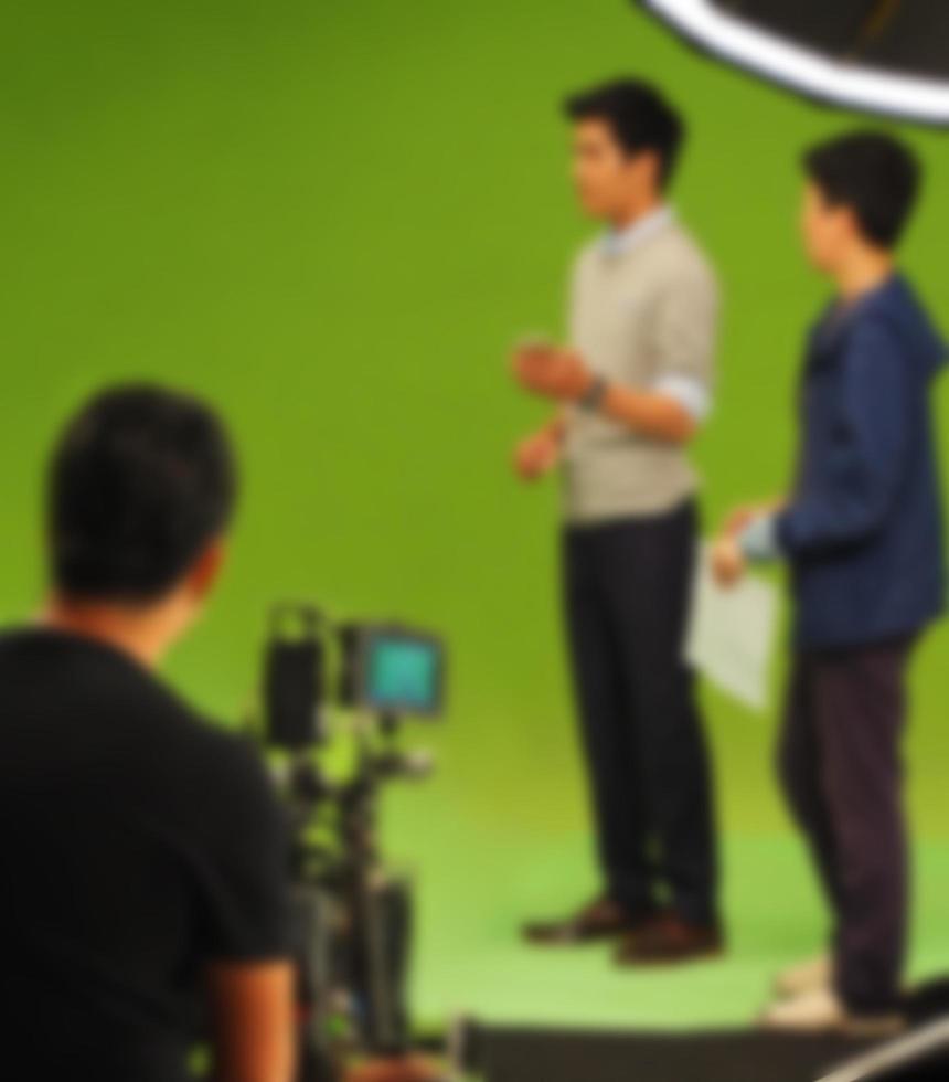 immagini sfocate della realizzazione di video di film commerciali in tv foto