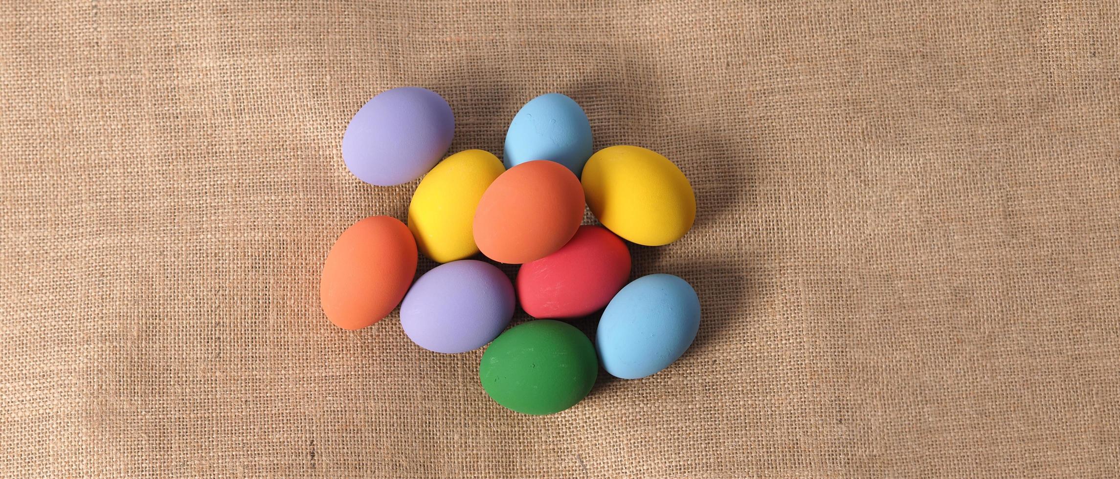 uova di Pasqua o uova colorate. multicolori di uova di pasqua foto