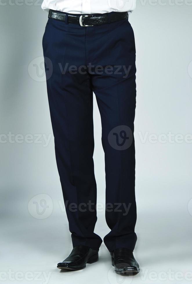 primo piano dei pantaloni da lavoro dell'uomo foto