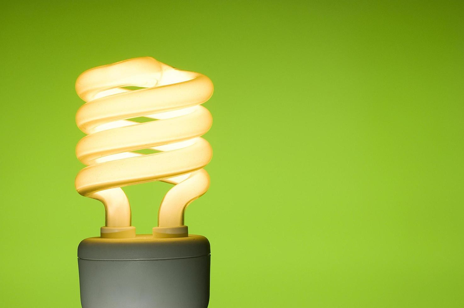 lampadina fluorescente a risparmio energetico foto