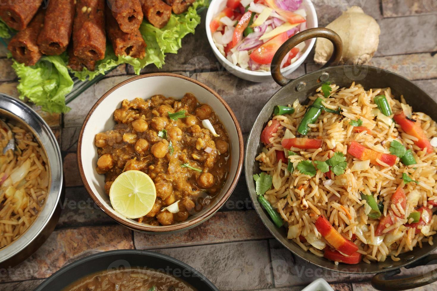 pulao di verdure con chana masala, cibo indiano foto