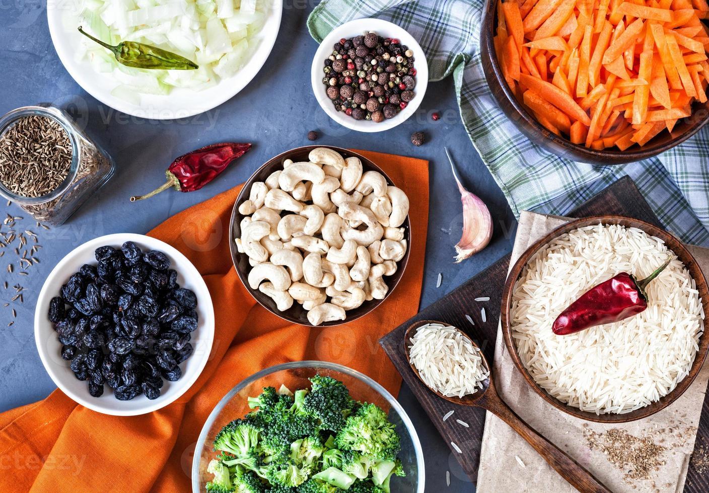 ingredienti del pulao vegetariano indiano foto