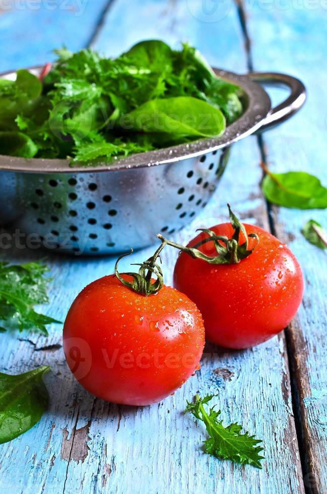 pomodori e lattuga verde foto