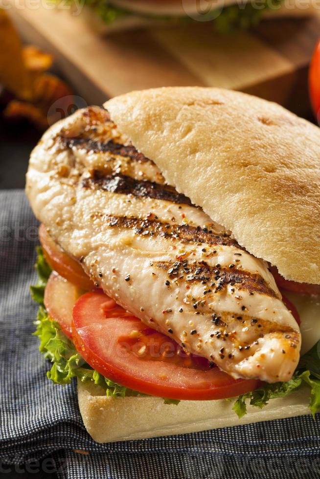 sandwich di pollo alla griglia sano foto