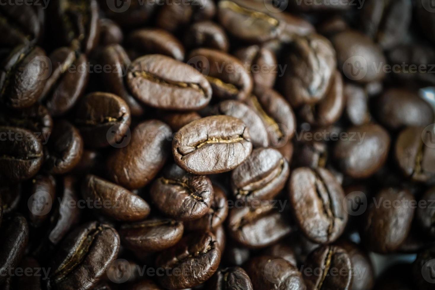primo piano di chicchi di caffè tostati foto