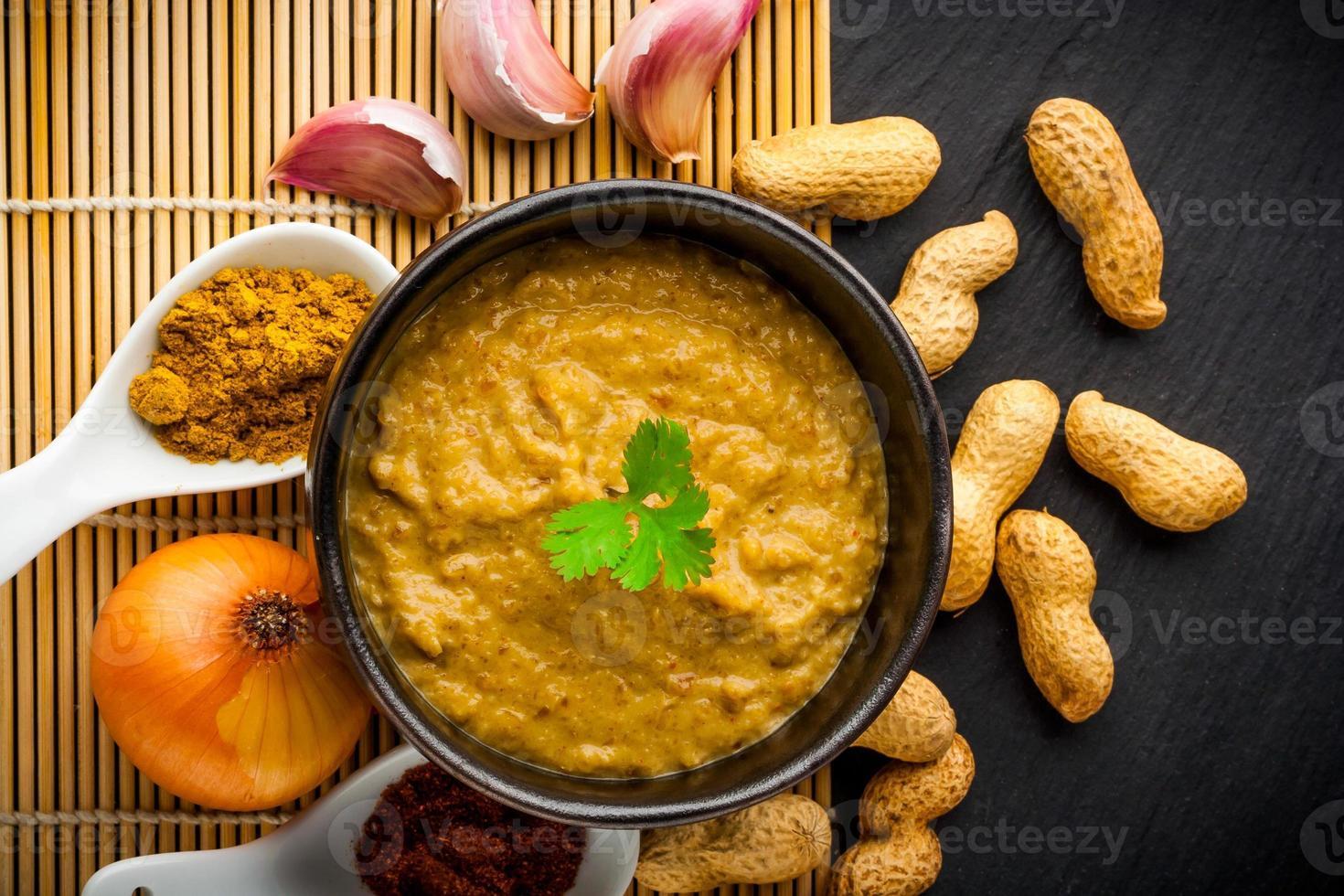 salsa piccante di arachidi foto
