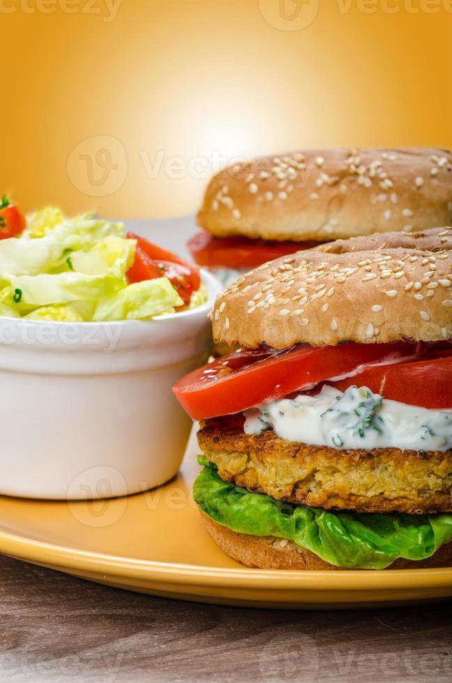 hamburger di ceci vegetariano foto