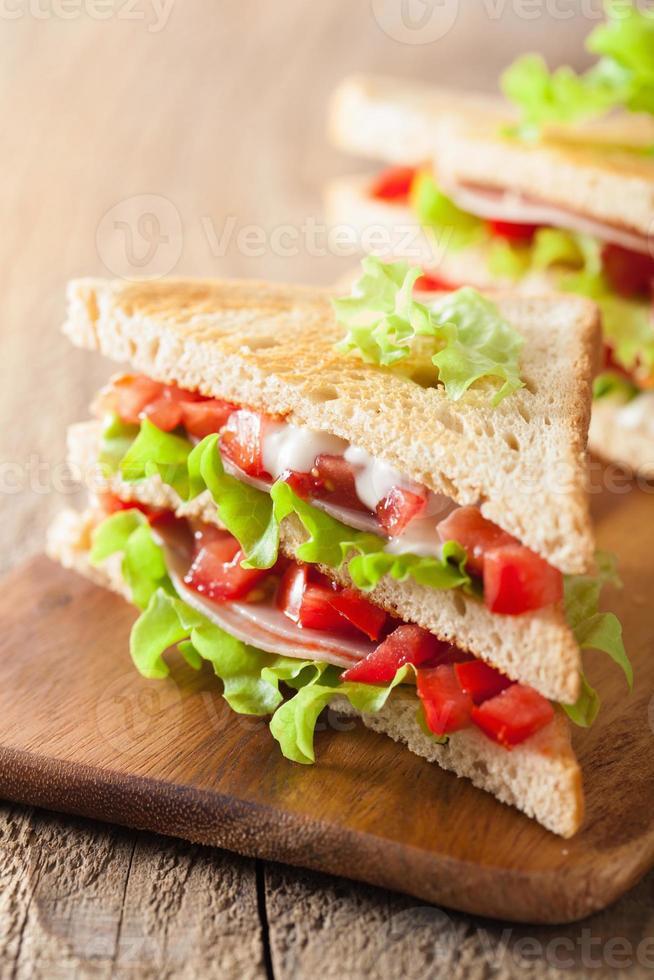 panino con prosciutto pomodoro e lattuga foto