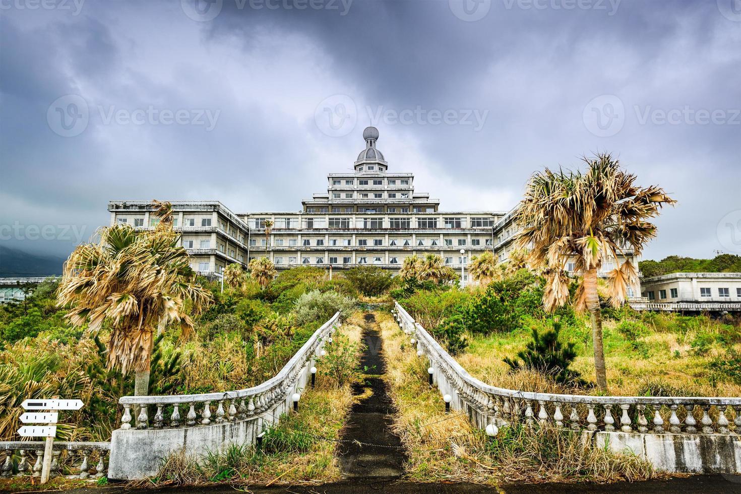 hotel abbandonato foto