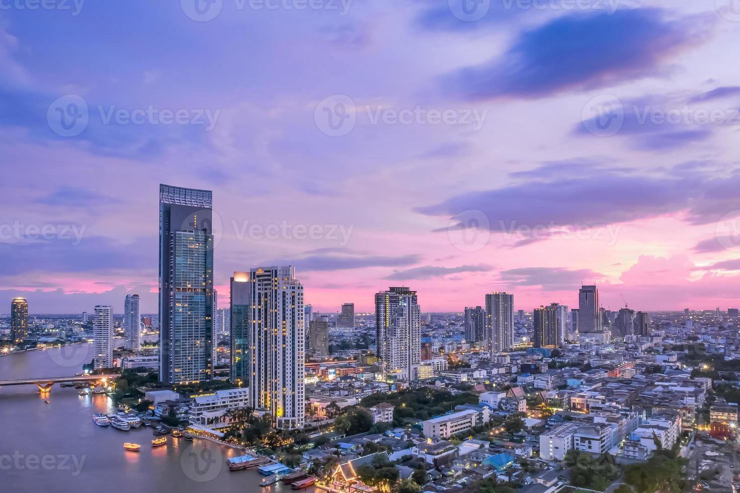 skyline di Bangkok al crepuscolo foto