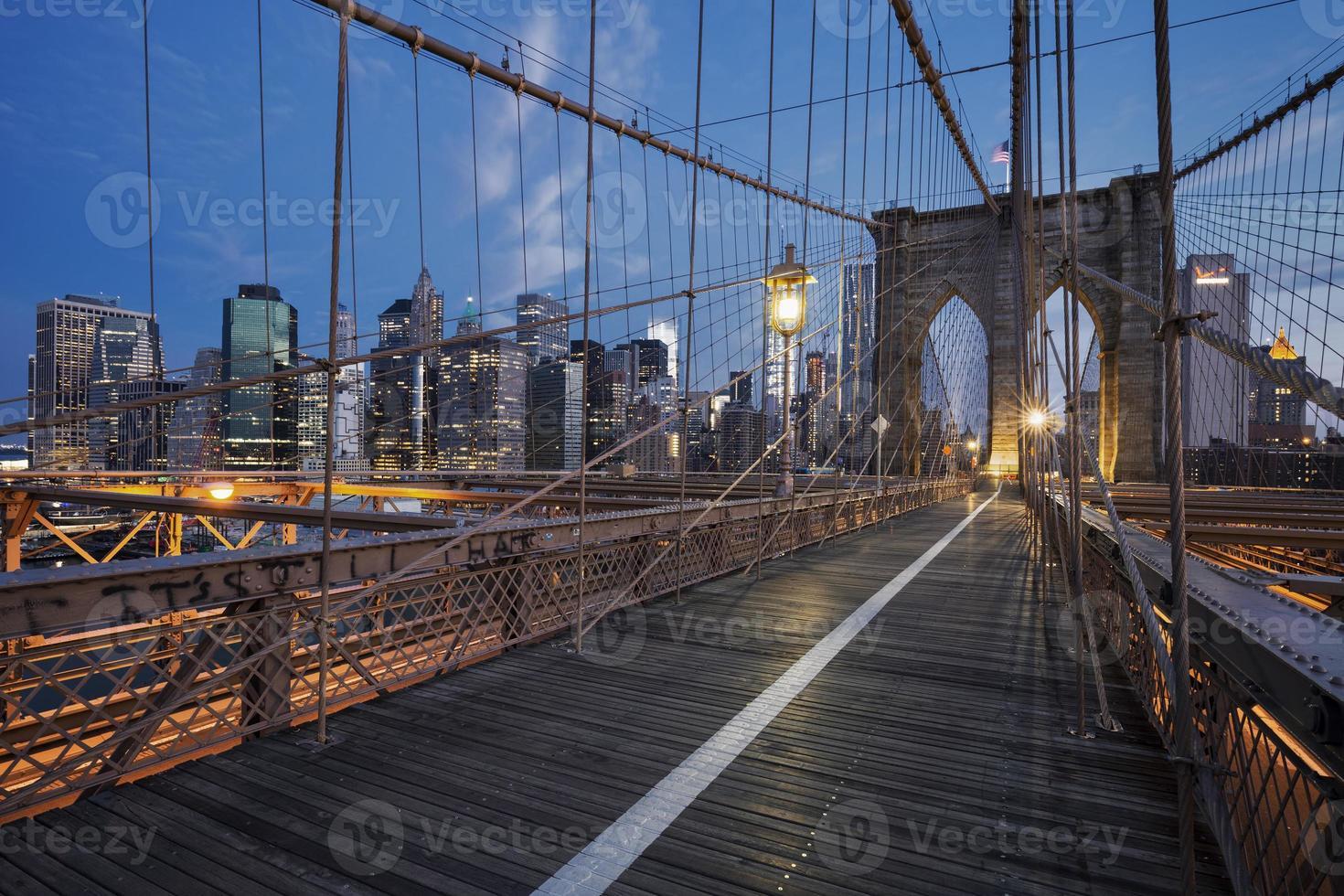 ponte di Brooklyn all'alba foto