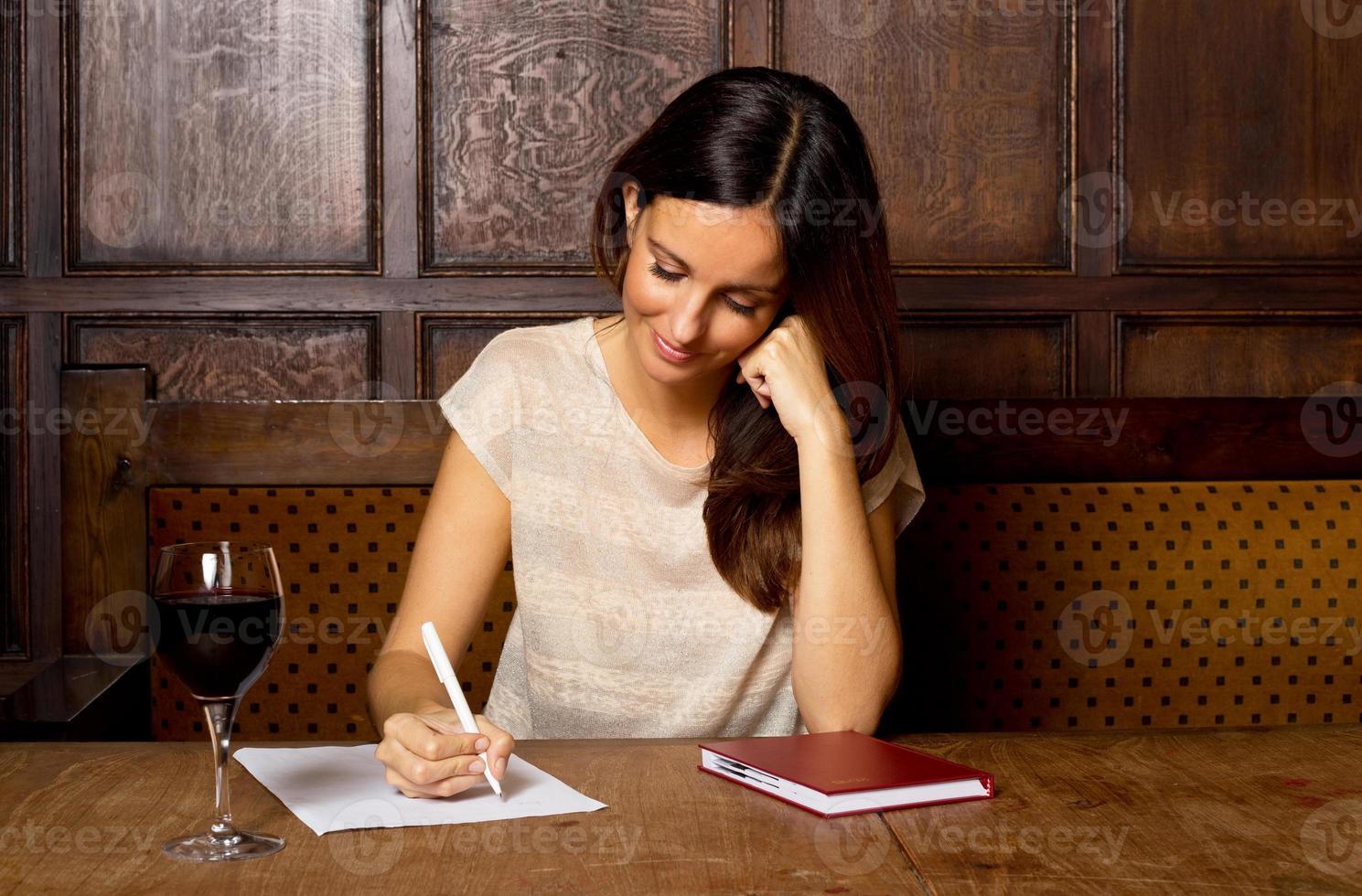 scrivere una lettera in un pub foto