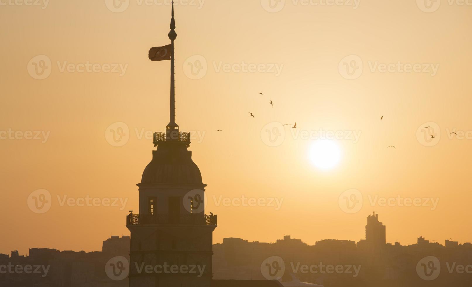 torre della fanciulla a istanbul foto