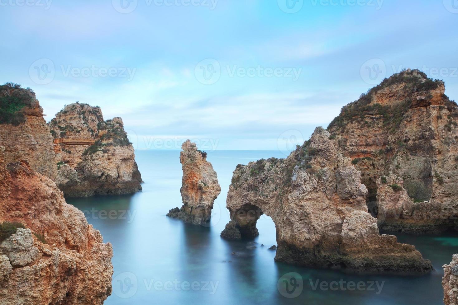 vista sul mare in una lunga esposizione. spiaggia di lagos ponta da piedade. foto