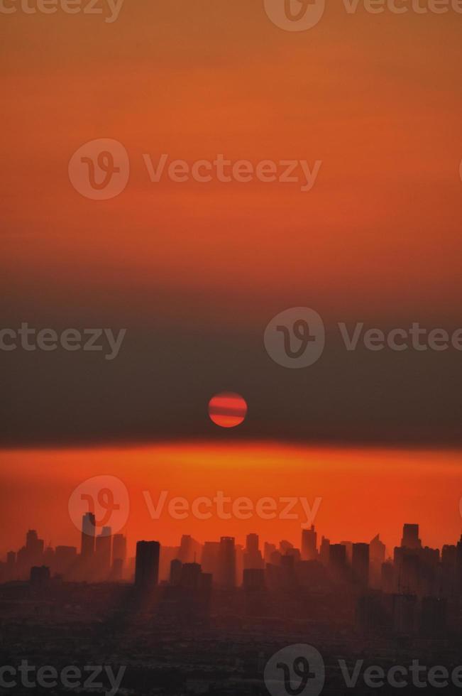 paesaggio urbano al tramonto foto