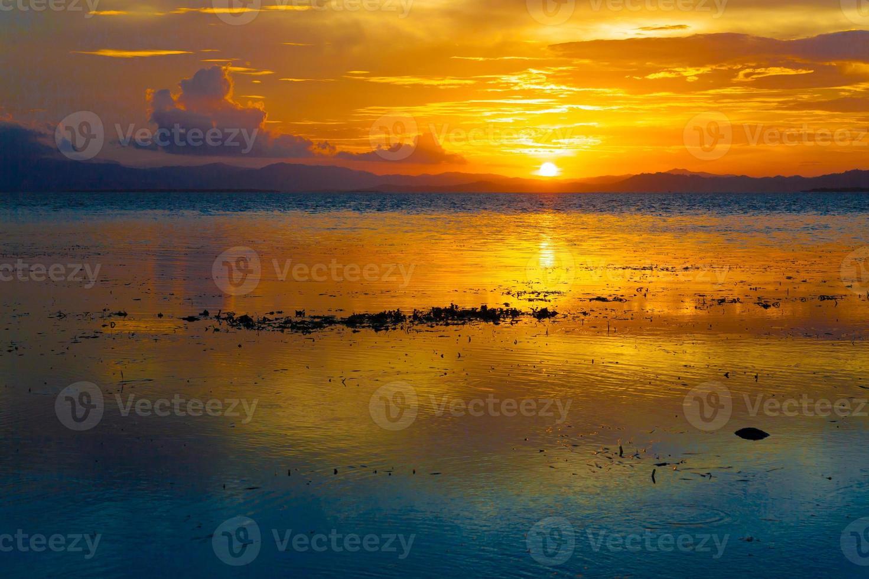 tramonto mare tropicale foto