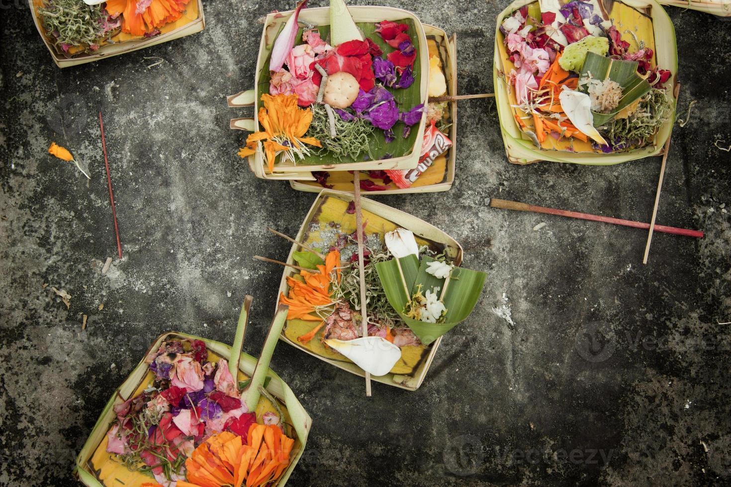 canang, un'offerta balinese agli dei foto