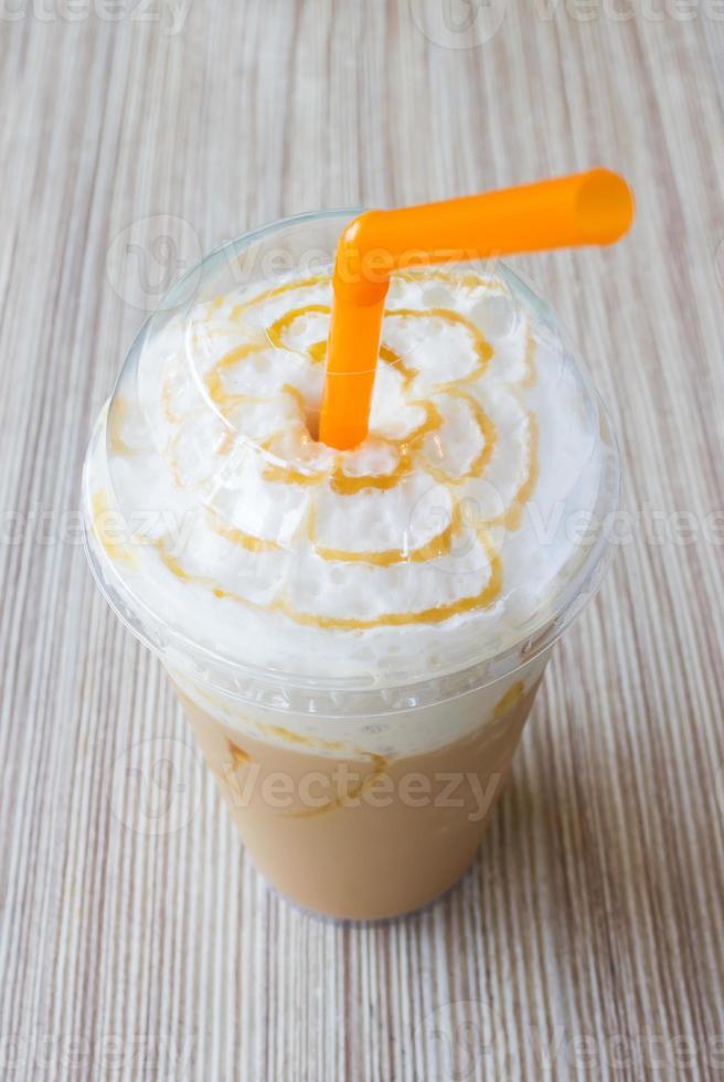 caffè al caramello in miscela di ghiaccio foto