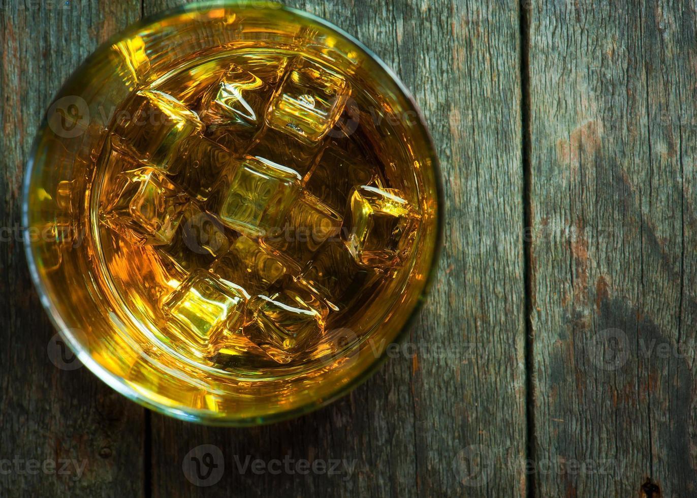 whisky bourbon in un bicchiere foto