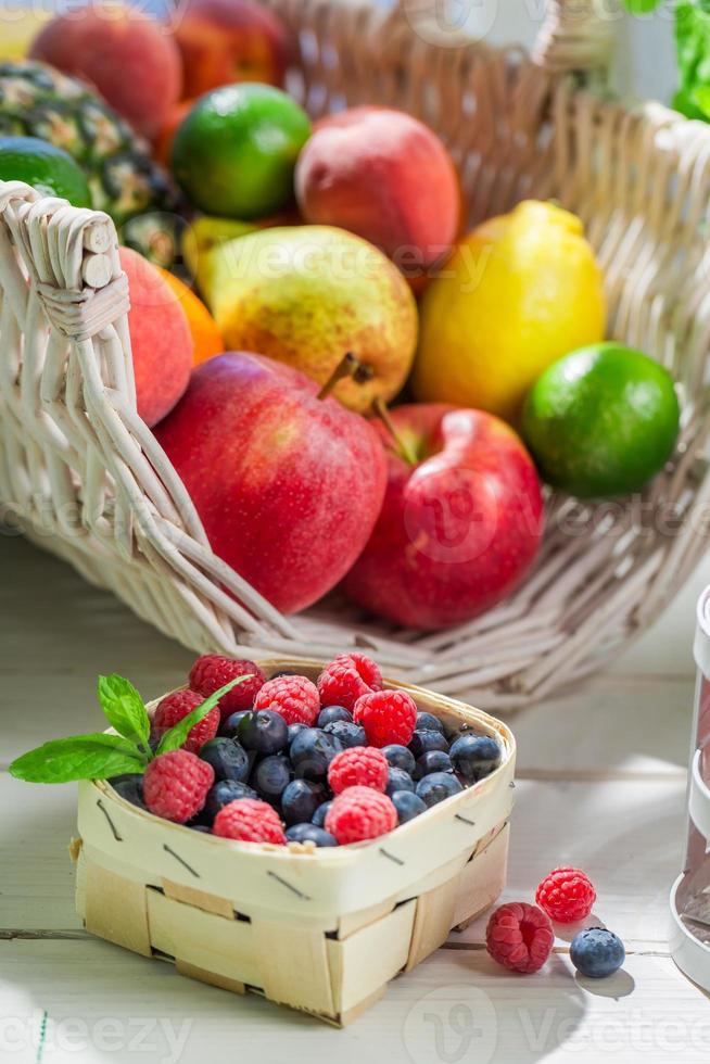 frullato sano con frutta foto