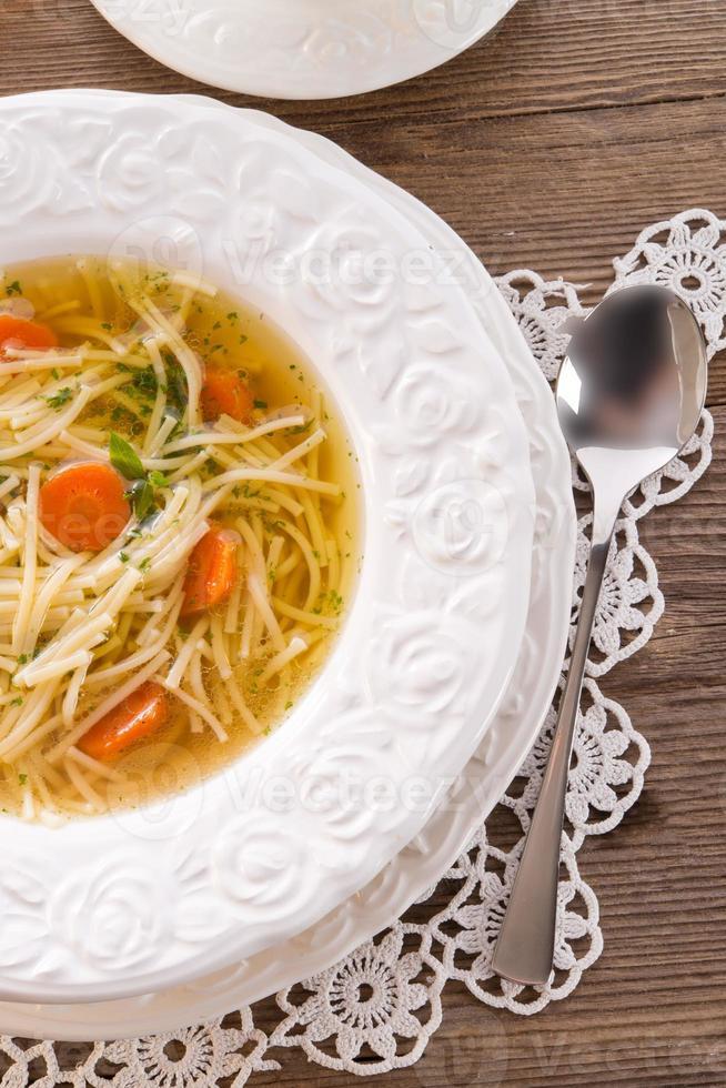 minestra di pasta con brodo di manzo foto
