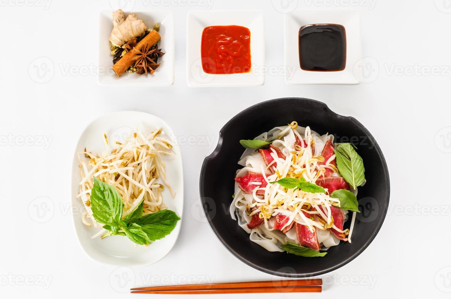 pho - zuppa di noodle vietnamita rara di manzo foto
