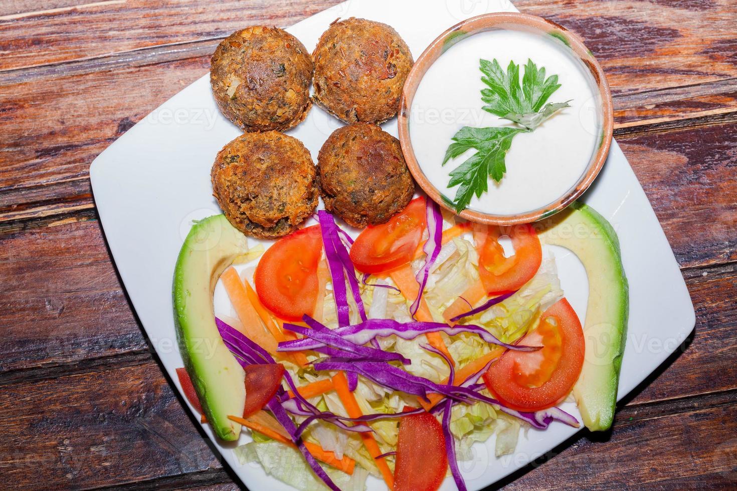 falafel una forma comune di cibo di strada foto