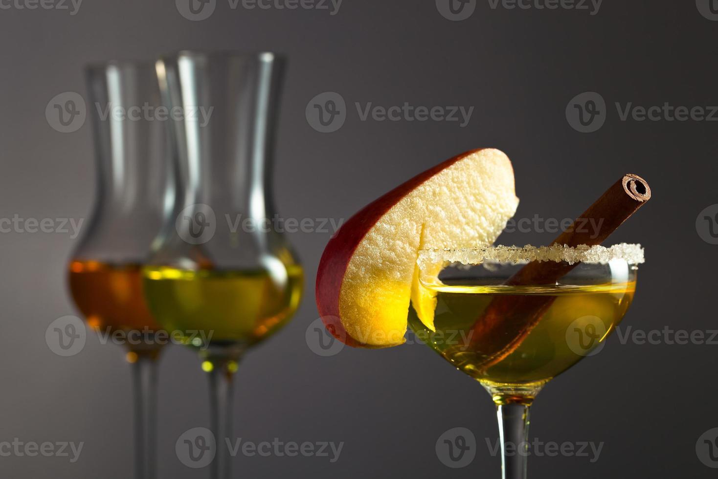 liquore alla mela con cannella foto